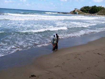 Ayancık'ta denizde akıntıya kapılan 3 kişiden 1'i kayıp