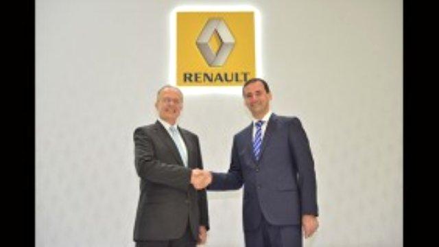 CARMEDYA.COM – Renault ve Dacia markalarından oluşan Renault Grubu'nun Türkiye'de yükselmeye devam eden grafiği ve başarıları ile gelecek dönem hedefleri Renault Mais Genel Müdürü İbrahim Aybar tarafından açıklandı.