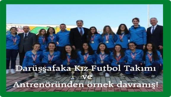 Darüşşafaka Kız Futbol Takımı ve Antrenöründen örnek davranış!